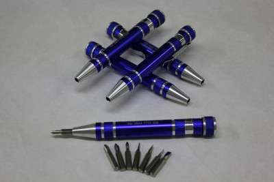 Pocket multi-bit screwdriver